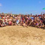 Estudiantes felices en la playa de Valencia, Hispania, escuela de español