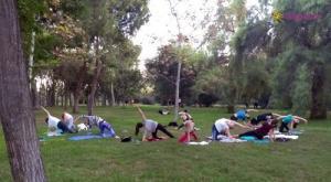 Yoga en el río Valencia, Hispania, escuela de español