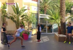 Juego de pañuelo patio Hispania, escuela de español