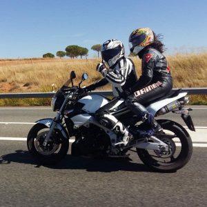 Irene en su moto