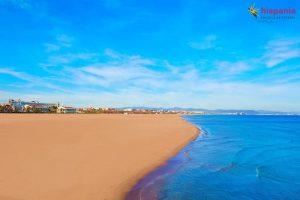 playa valencia cielo azul